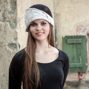 Karmos, fekete-fehér, női nemez kalap